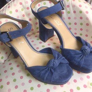 Splendid suede platform block heal shoes